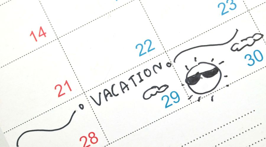 Calendar with vacation marked and a picture of a sun with sunglasses